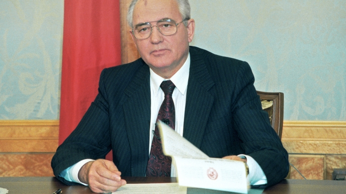 Mikhail gorbachev airs about his resignation, december 27, 1991. (Credit: Sovfoto/UIG/Getty Images)