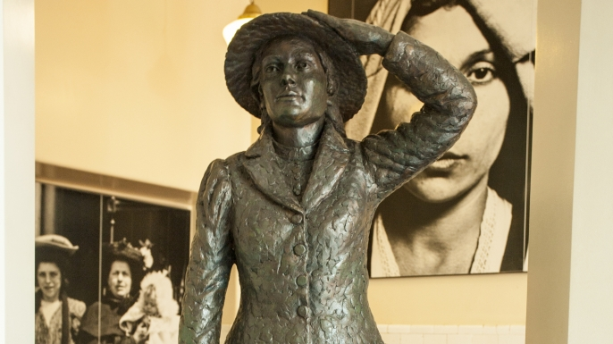 Annie Moore statue, Ellis Island. (Credit: Richard T. Nowitz/ Getty Images)