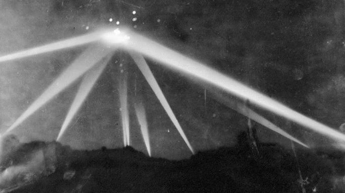 A Los Angeles Times photo of searchlights in the skies during the air raid. (Credit Los Angeles Times)