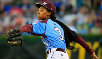 Mo'ne Davis of Pennsylvania pitches. (Credit: Rob Carr/Getty Images)
