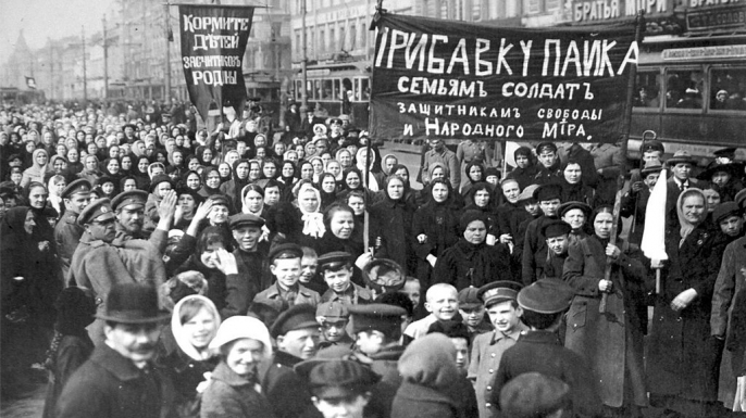 Striking workers on the first day of the revolution. (Credit: Fine Art Images/Heritage Images/Getty Images)