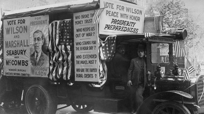 Woodrow Wilson 1916 campaign truck with anti-war slogans. (Credit: Bettmann/Getty Images)