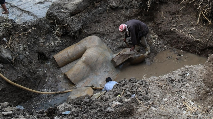 The research team working on extracting the statue;s torso. (Credit: Ibrahim Ramadan/Anadolu Agency/Getty Images)