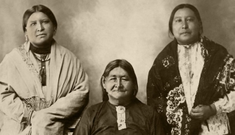 Mollie Burkhart (right) with sister Anna and mother Lizzie. (Credit: David Grann)