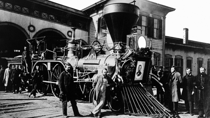 Cleveland, Columbus & Cincinnati Railroad engine, with a portrait of Abraham Lincoln mounted on the front, 1862. The engine was one of several used to carry Lincoln's body from Washington, D.C., to Springfield, Ill. (Photo by Buyenlarge/Getty Images)