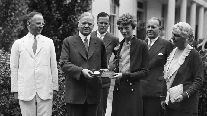President Herbert Hoover presenting the National Geographic Society gold medal to Amelia Earhart in recognition of her continuous solo flight across the Atlantic. (Credit: Bettmann/ Getty Images)