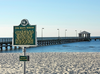 Civil Rights Marker on Biloxi Beach in Biloxi, Mississippi. (Credit: Dimitry Bobroff/Alamy Stock Photo)