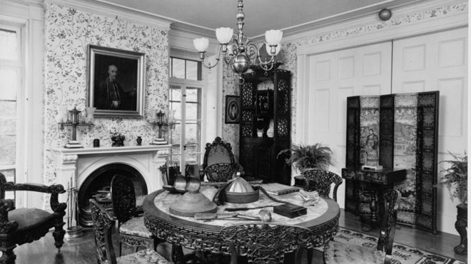 Parlor filled with Chinese artifacts in the  House Museum. (Credit: The Library of Congress)
