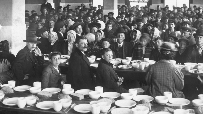 Dinning Room for detained immigrants at Ellis Island. (Credit: Bettmann/Getty Images)
