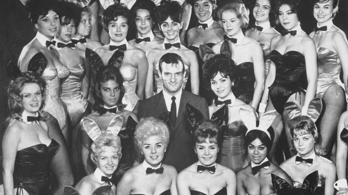 Hugh Hefner, with many of the costumed waitresses from his Playboy Clubs. (Credit: Bettmann / Getty Images)
