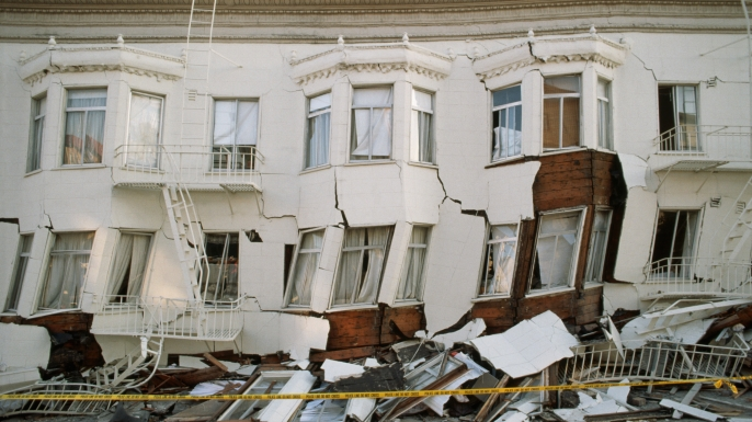 A Marina District apartment building that was heavily damaged in the 1989 San Francisco earthquake. (Credit: Roger Ressmeyer/Corbis/VCG via Getty Images)
