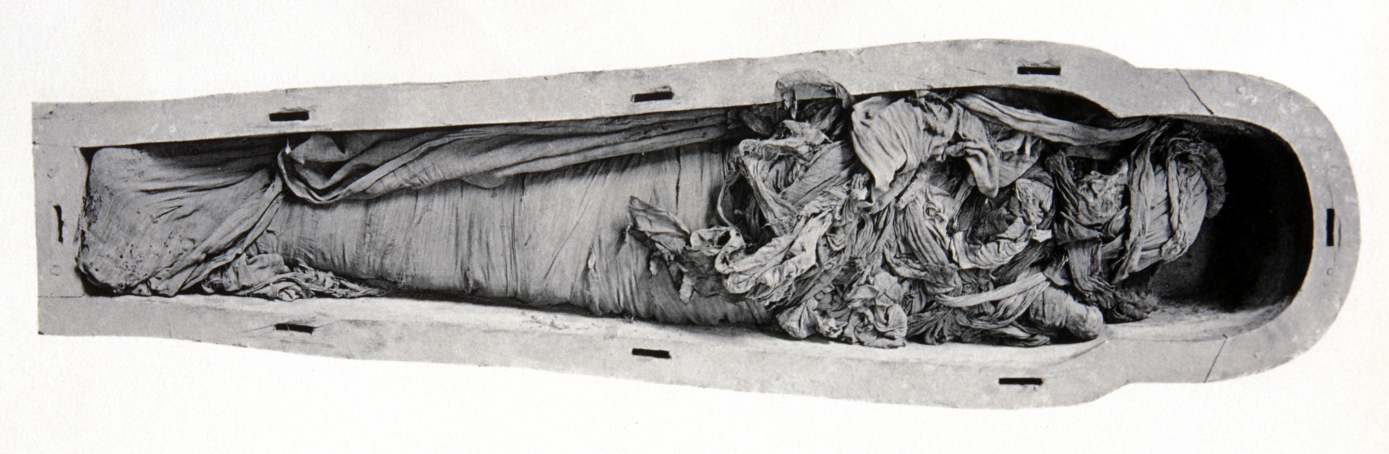 Photograph shows the techniques used for unbandaging mummies at the turn of the 20th century in Egypt.  (Credit: Patrick Landmann/Cairo Museum/Getty Images)