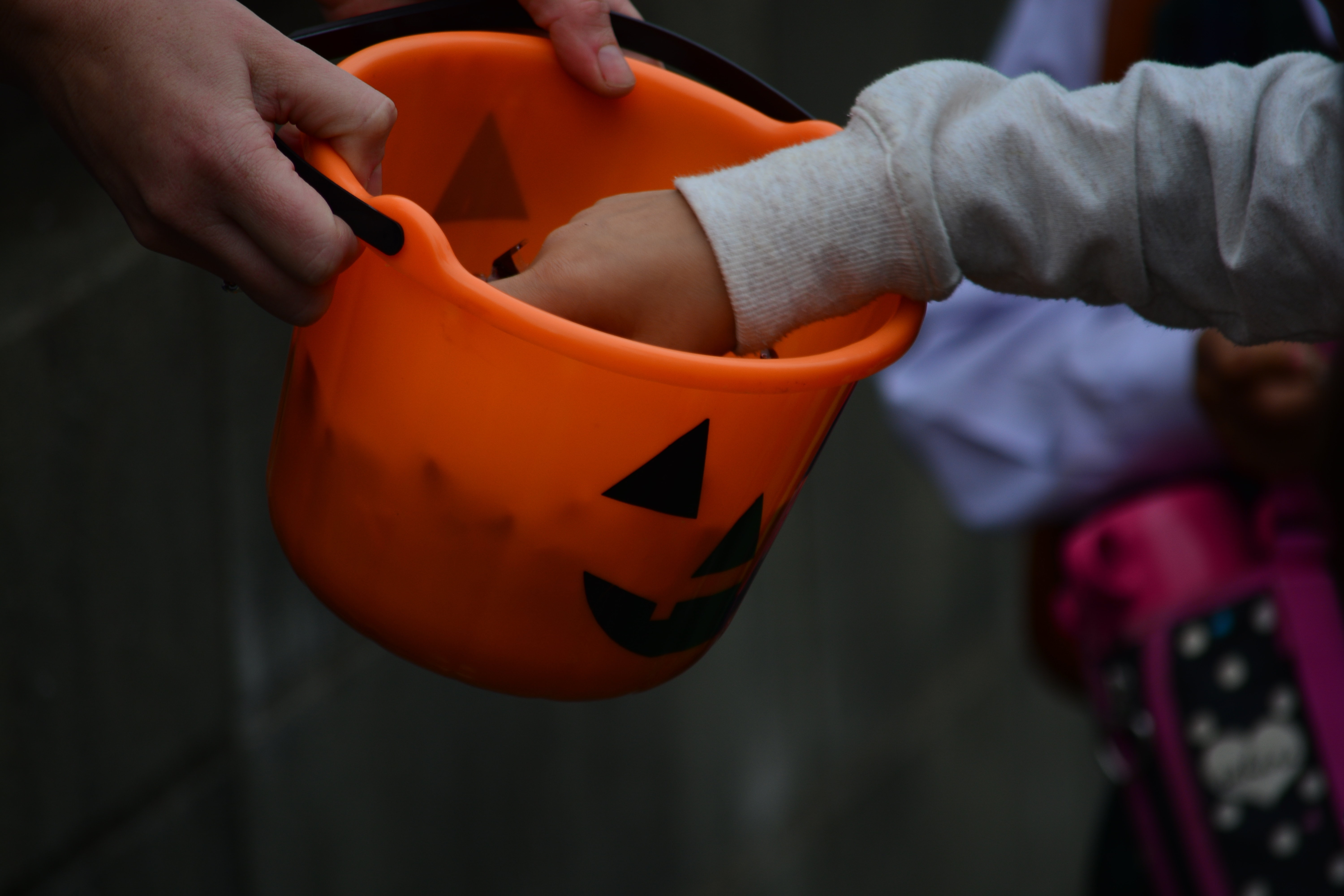 How Americans Became Convinced Their Halloween Candy was Poisoned ...