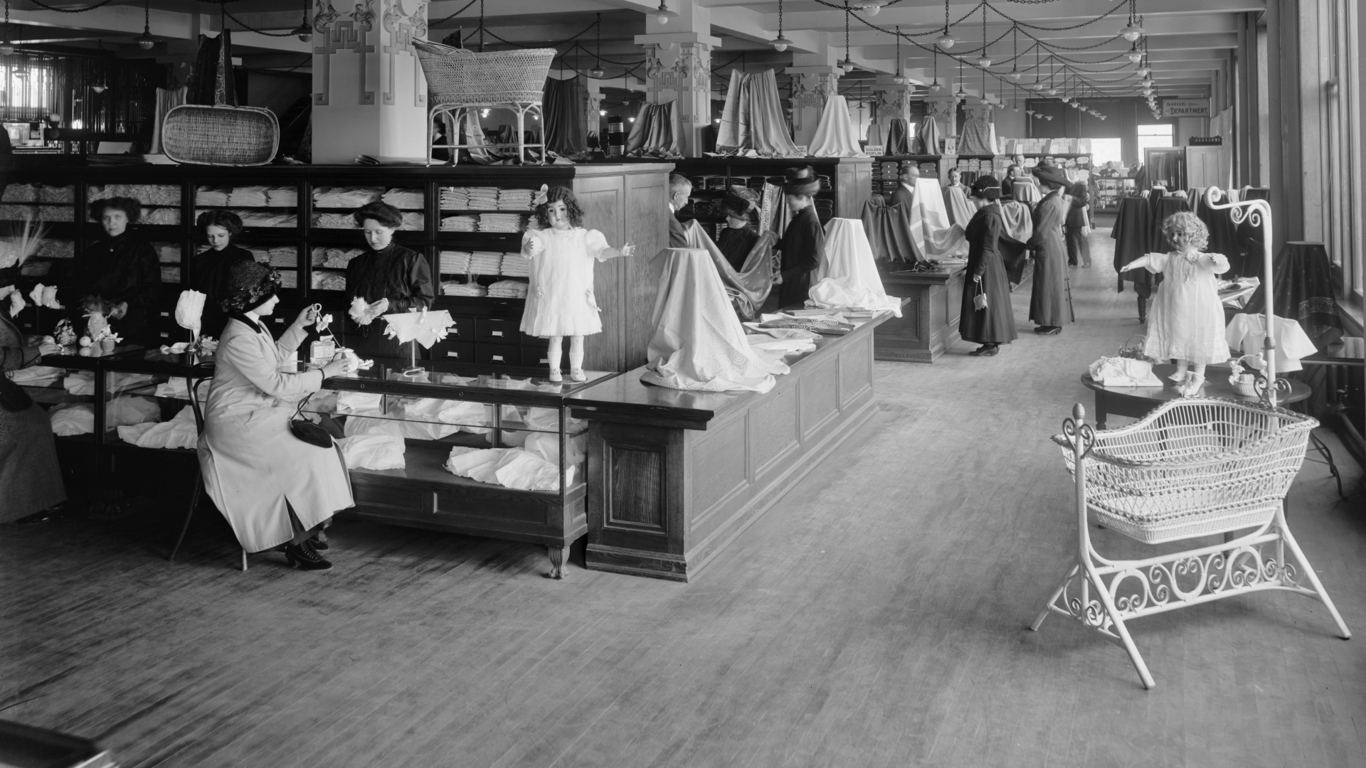 Department Store in Detroit, Michigan, circa 1910. (Credit: Universal History Archive/UIG via Getty Images)