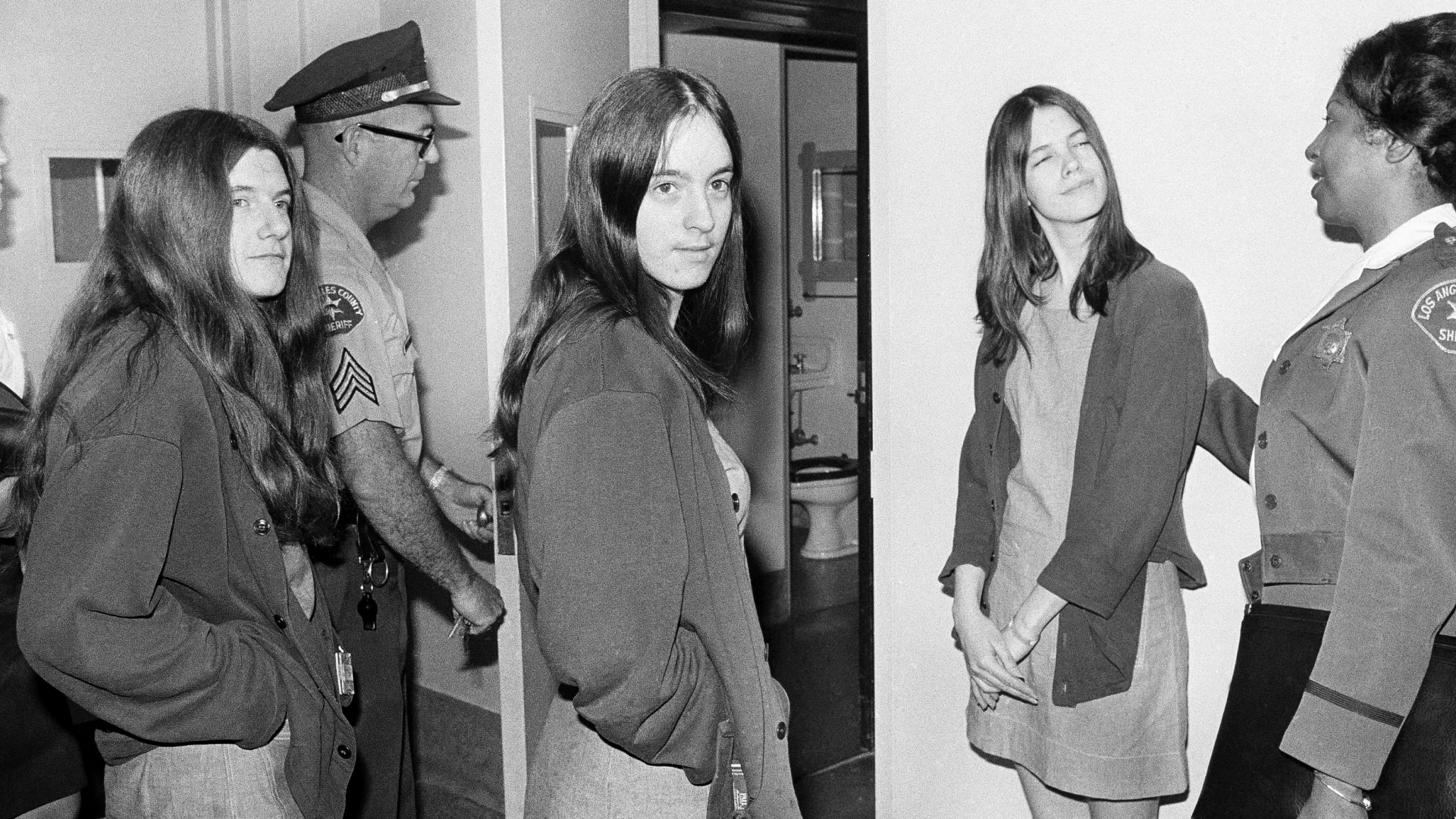 """Leslie Van Houten, Susan Atkins and Patricia Krenwinkel, co-defendants with Charles Manson in the Sharon Tate murder trial, walking toward a Los Angeles courtroom to listen to further cross-examination of Linda Kasabian, the state's principal witness against them. Willingly joining Manson's """"family,"""" these women were manipulated by Manson into carrying out his murderous orders. Sometimes, they even referred to themselves as a sorority called, """"Charlie's Girls."""" (Credit: Wally Fong/AP Photo)"""