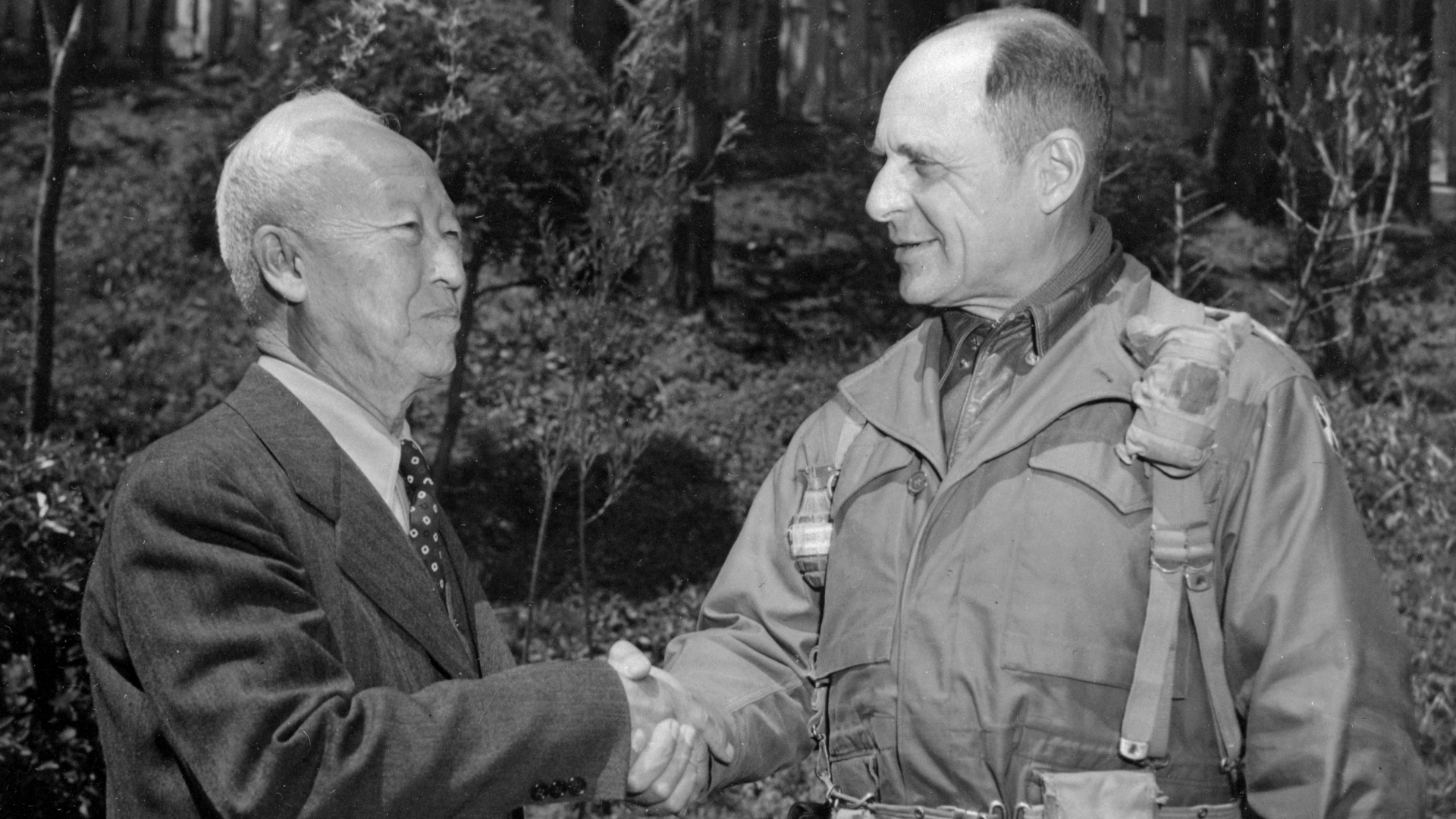 Syngman Rhee, President of Korea, meeting with General Matthew B. Ridgway. (Credit: Bettmann Archives/Getty Images)