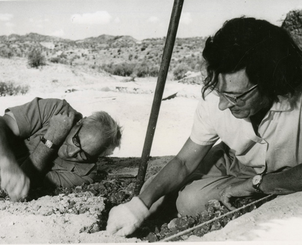 short biography mary leakey 18-02-2017 synopsis louis leakey was born on august 7, 1903, in kenya, and, with wife mary leakey, established an excavation site at.