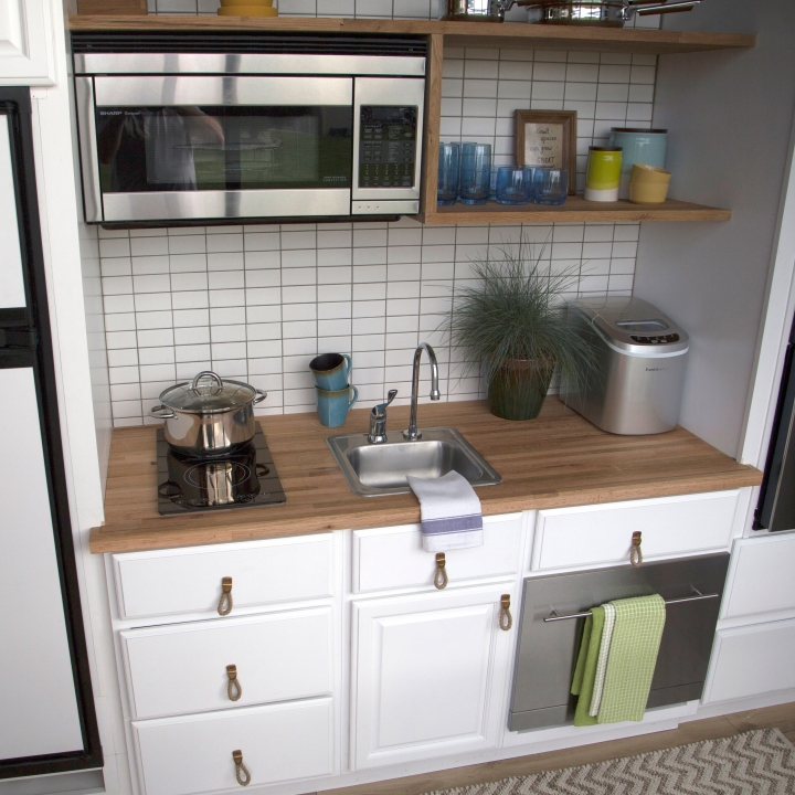Tiny house nation diy tv show wow really shiny tiny mansion Kitchen design for tiny house
