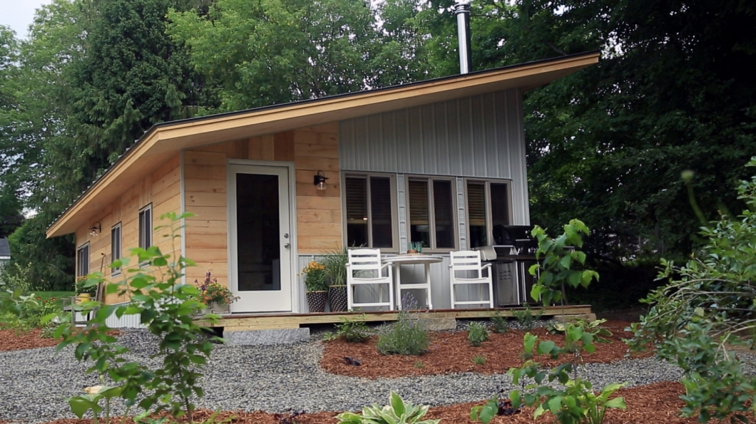 vermontpatio  vermont chalet pictures  tiny house nation  fyi, fyi tiny house nation, fyi tiny house nation casting