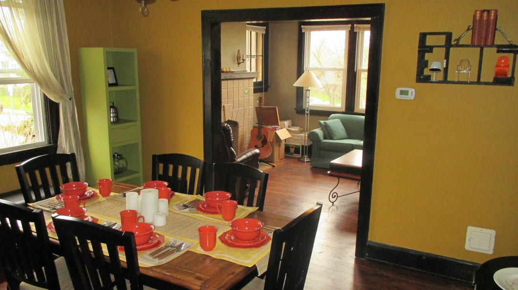 yellow-dining-room - dining room pictures - rowhouse showdown