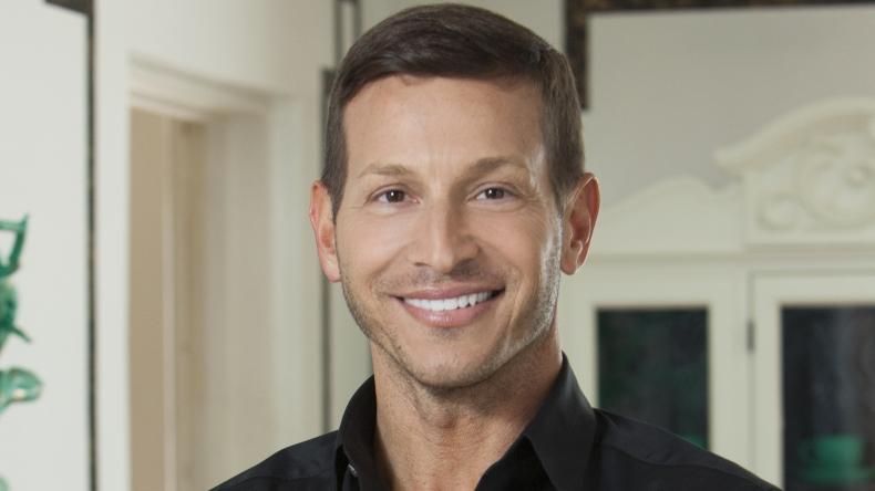 David brian sanders house vs house cast fyi network for David sanders home designs