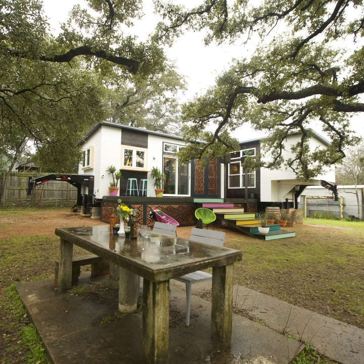 Aaron and Meredith got a new tiny house to help their wine business flourish.