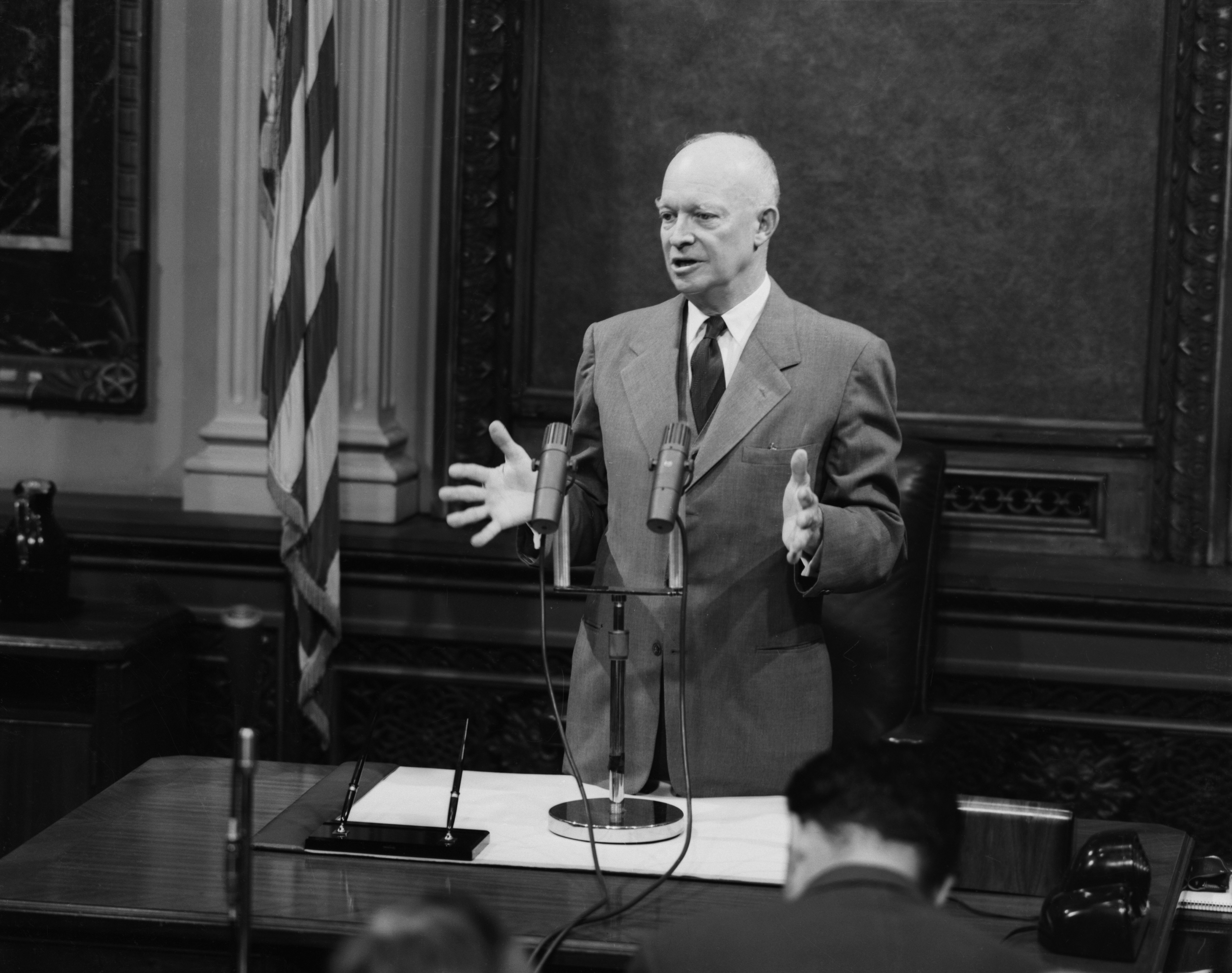 evaluate the presidency of dwight eisenhower essay The presidency of dwight d eisenhower -  he received an agreement between opposing forces to stop war at that time - dwight d eisenhower dwight d eisenhower's strong and experienced leadership in the united states military was the main contribution of him becoming one of the greatest.