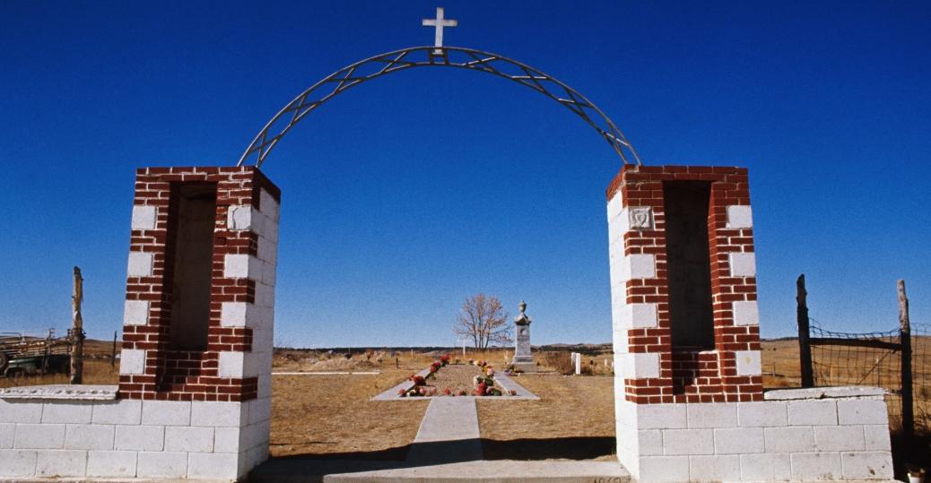 burial ground, wounded knee, indian massacre, lakota soiux, south dakota
