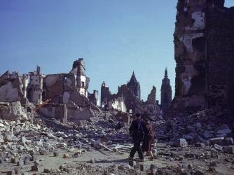 st. lo, france, 1944, ruins, world war II