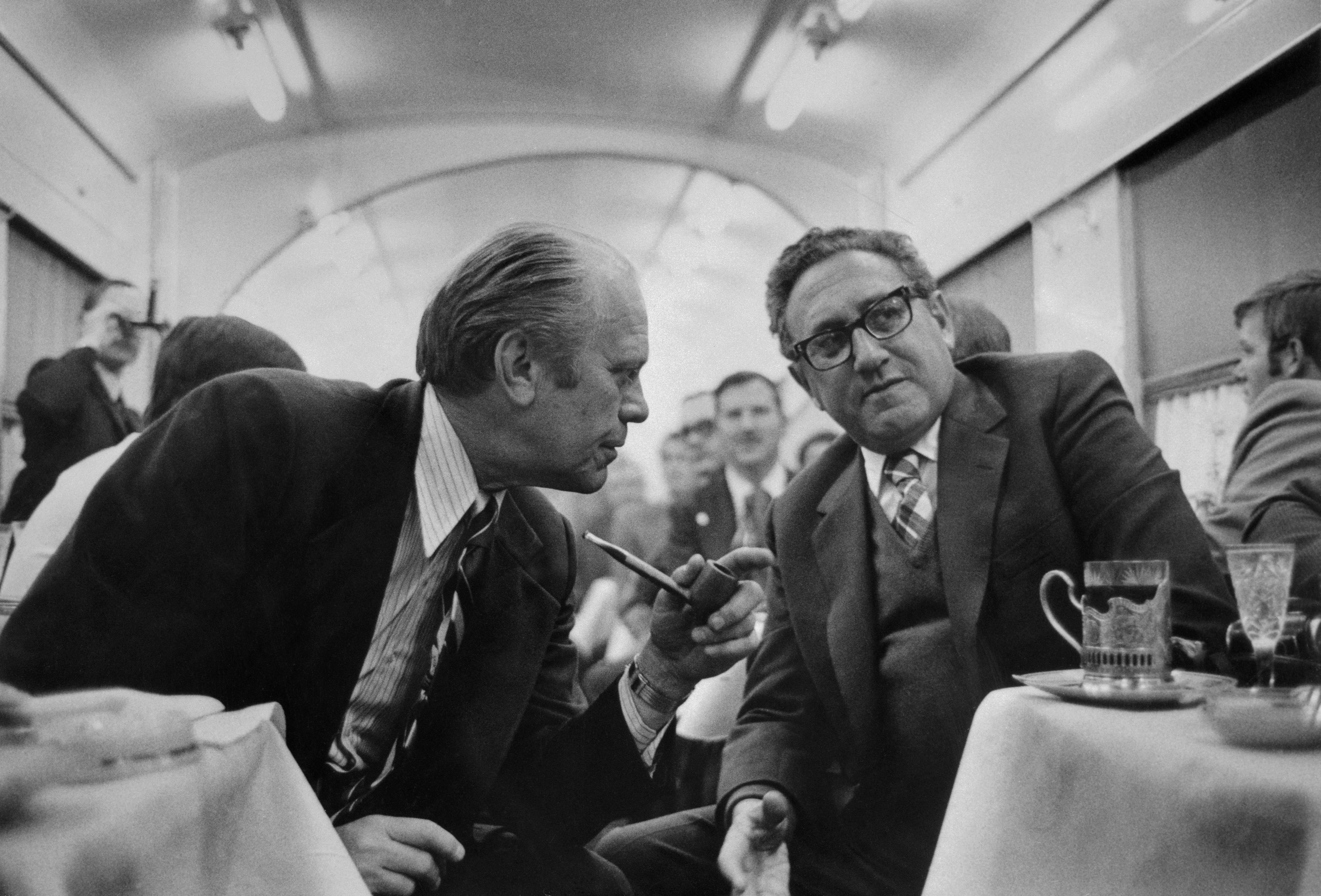 President ford discussing progress with henry kissinger gerald henry kissinger arms limitations gerald ford salt treaty platinumwayz