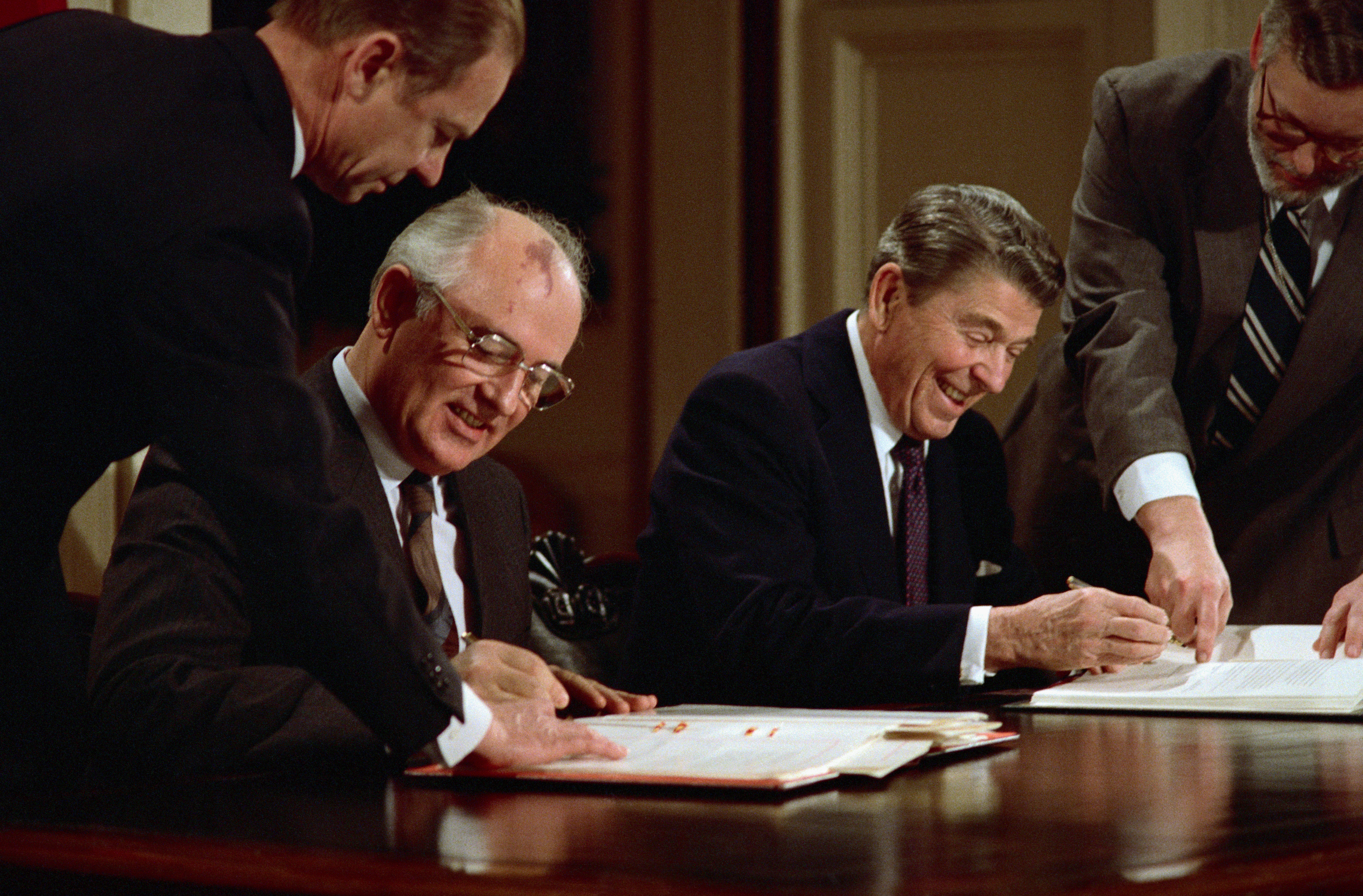 reagan and gorbachev pre gorbachev soviet union Perestroika gorbachev workbook reagan uploaded by to begin the study and analysis of the reform proc ess launched by mikhail gorbachev in the soviet union.