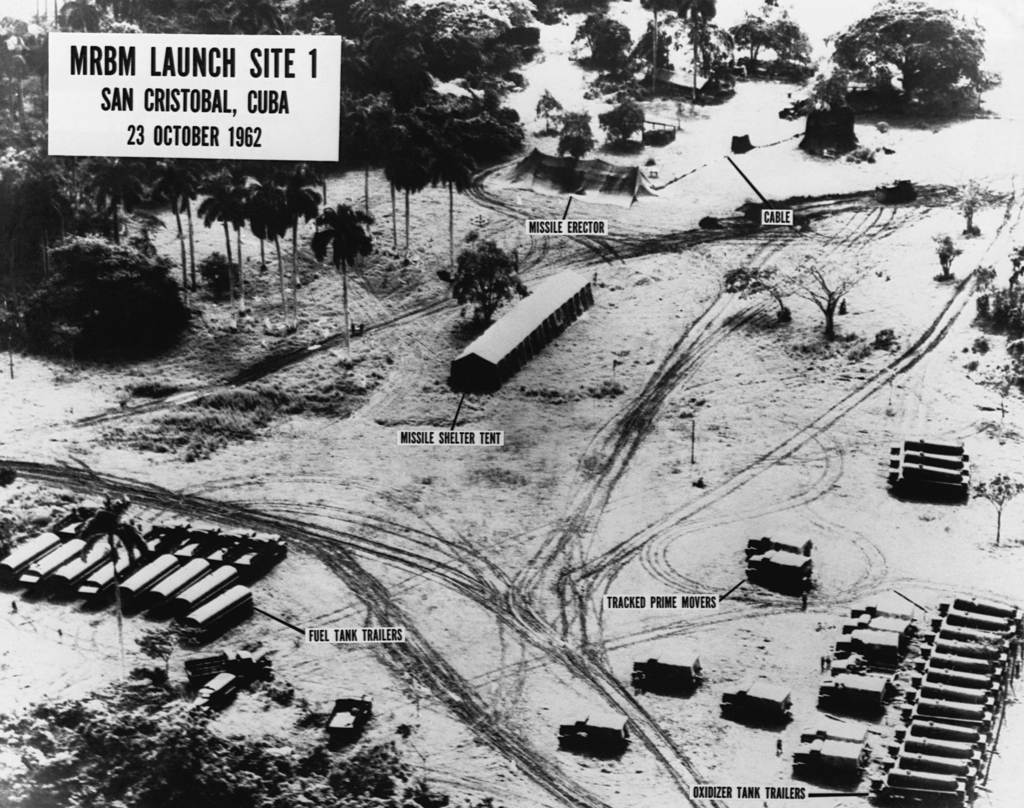 n missile crisis pictures n missile crisis com 14 1962 missile erectors n missile crisis mrmb launch
