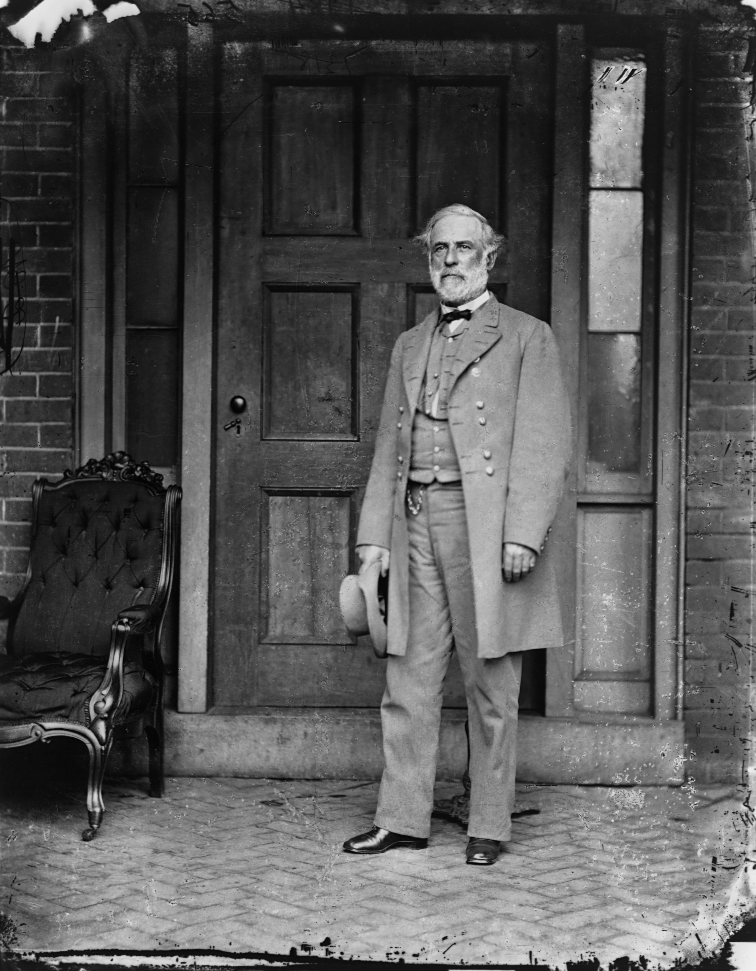 a biography of robert e lee a general of the confederate army in the american civil war In a new biography, robert e lee, roy blount, jr, treats lee as a man of  competing  in american history: revered for his honor, lee resigned his us  army  in the excerpt that follows, the general masses his troops for a battle over  three  it is robert edward lee—hero of the confederacy in the civil war and a  symbol of.