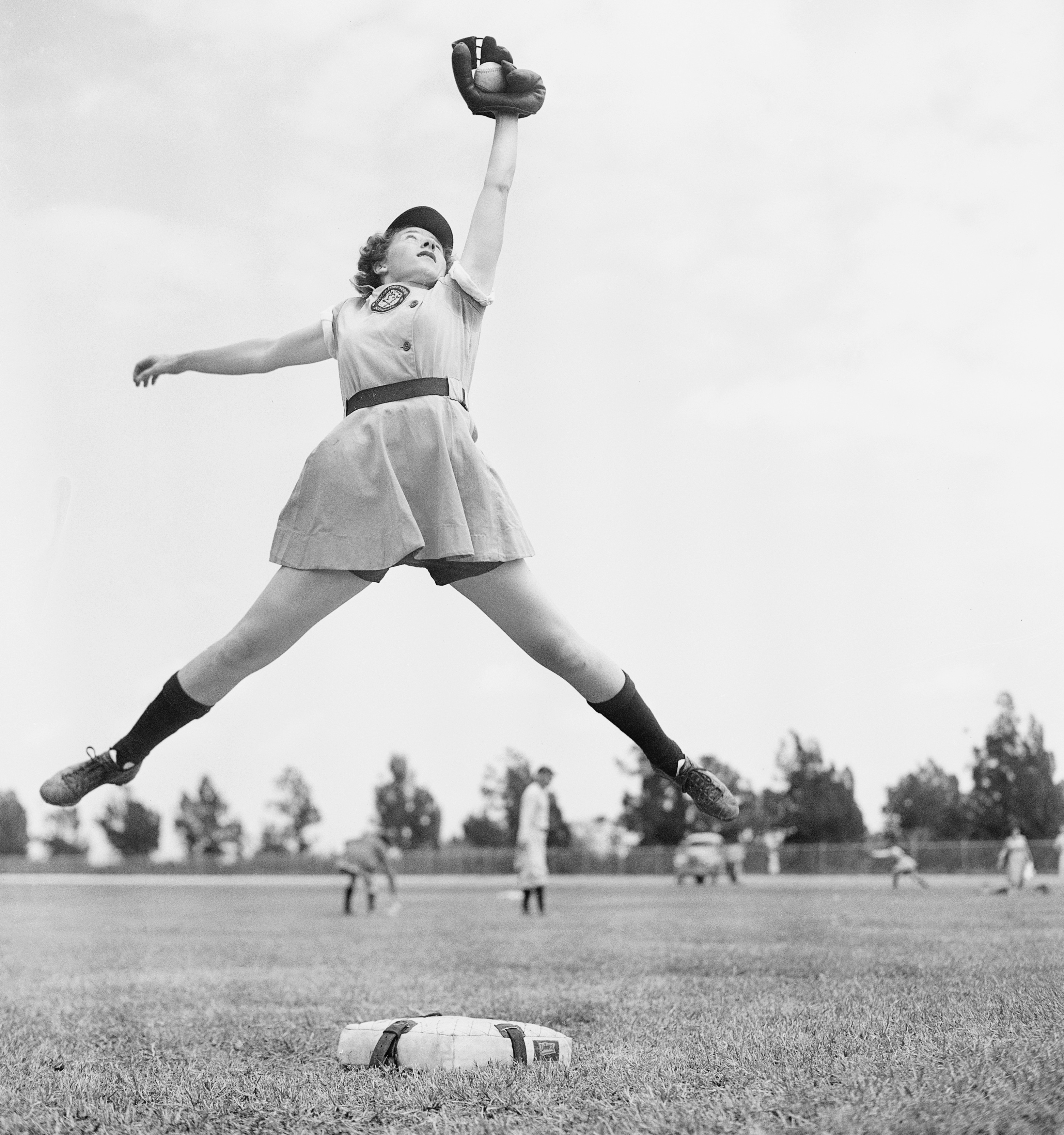 history of women in sport The 1920's was a decade in which amateur sports blossomed primarily due to press and radio coverage one controversy that arose was the role of women in sports the vice president of the national amateur athletic federation, lou hoover, organized a conference to address this controversy the .