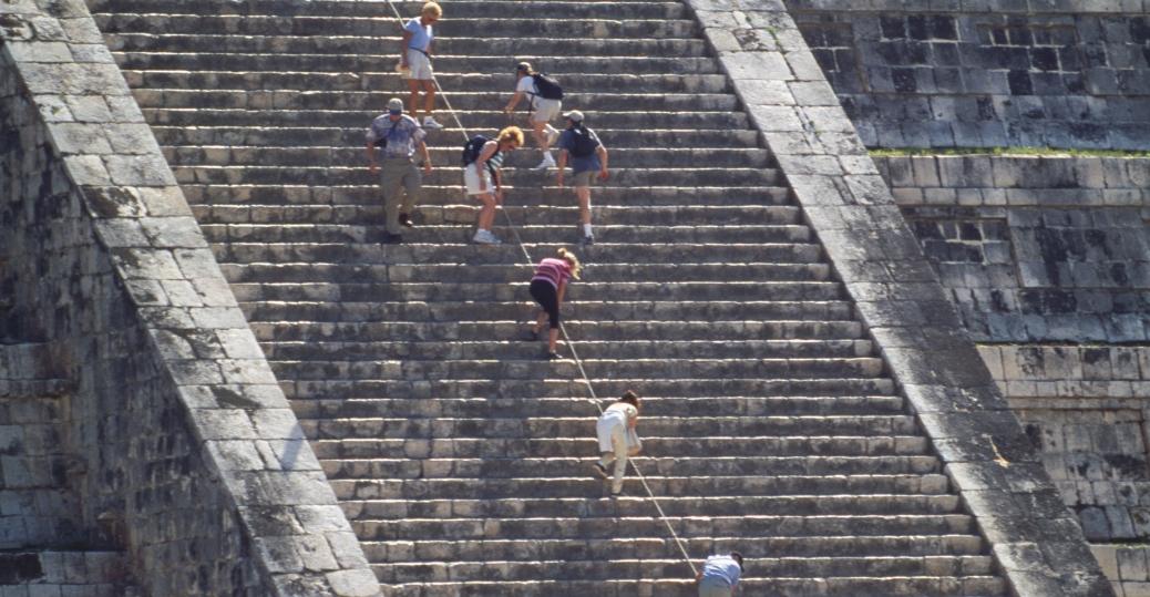 el castillo, the castle, the main plaza, ancient maya city, chicken itza, mexico, latin america, mesoamerican pyramids, AD 600, el castillo staircase, steps, mayan calendar