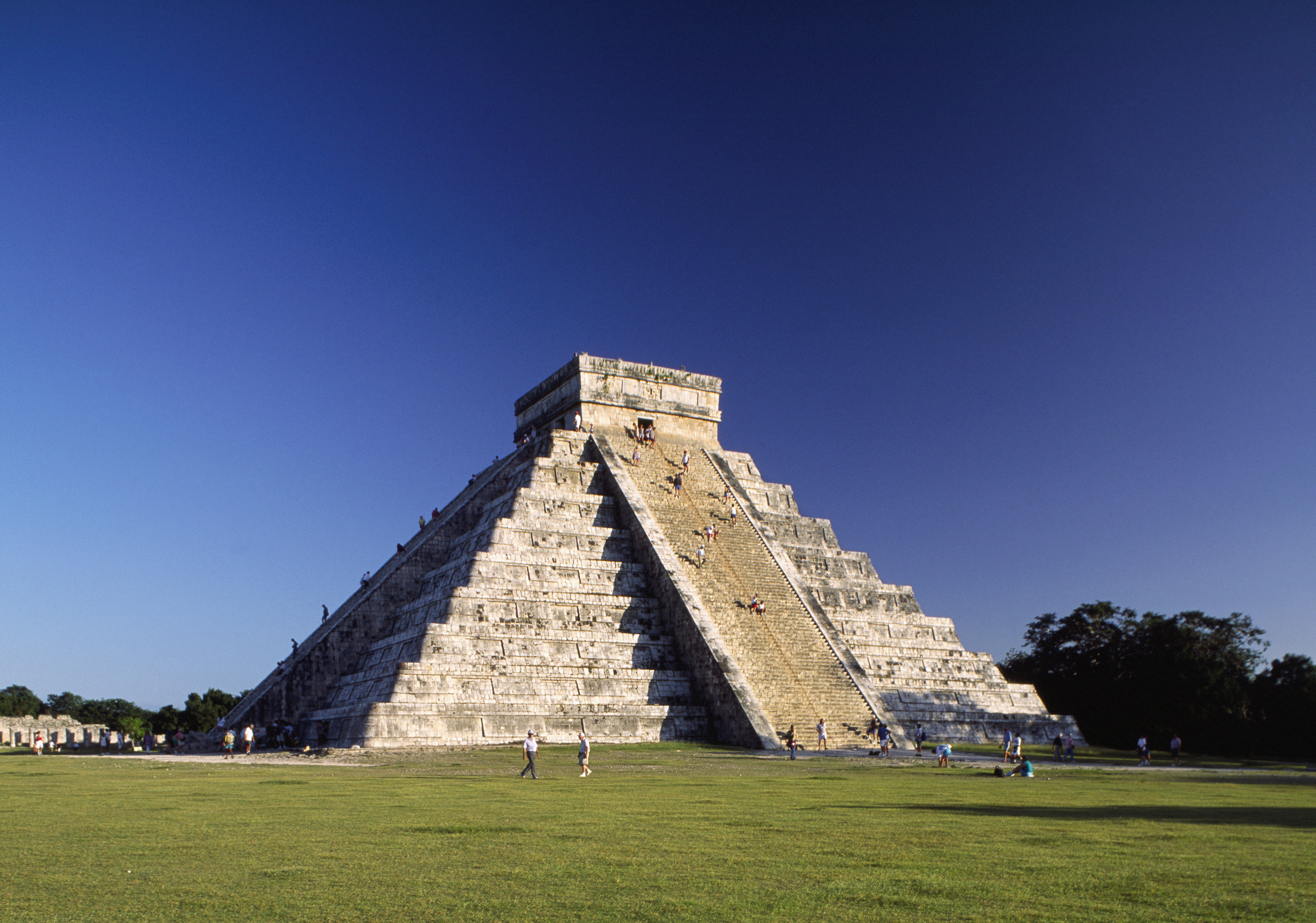Mesoamerican pyramids pictures pyramids in latin america history el castillo the castle the main plaza ancient maya city chicken itza gumiabroncs Choice Image