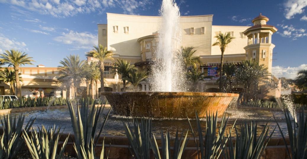 puerto paraiso shopping plaza, fountain entrance, baja california sur, mexico