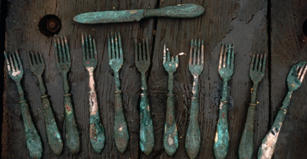 silverware from the titanic, the titanic, the titanic wreckage