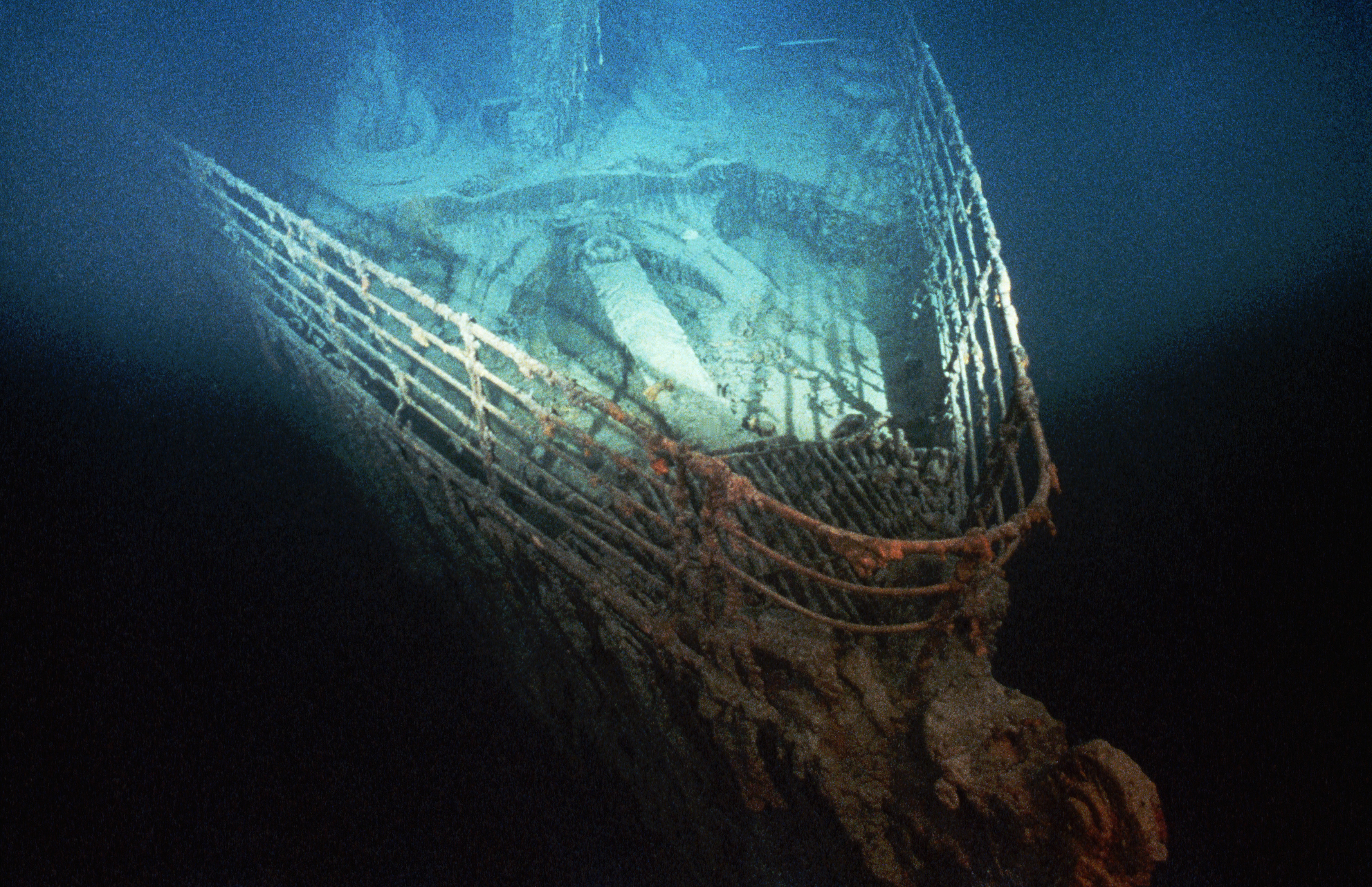 Bow of shipwrecked 3 titanic before and after pictures for How many floors did the titanic have