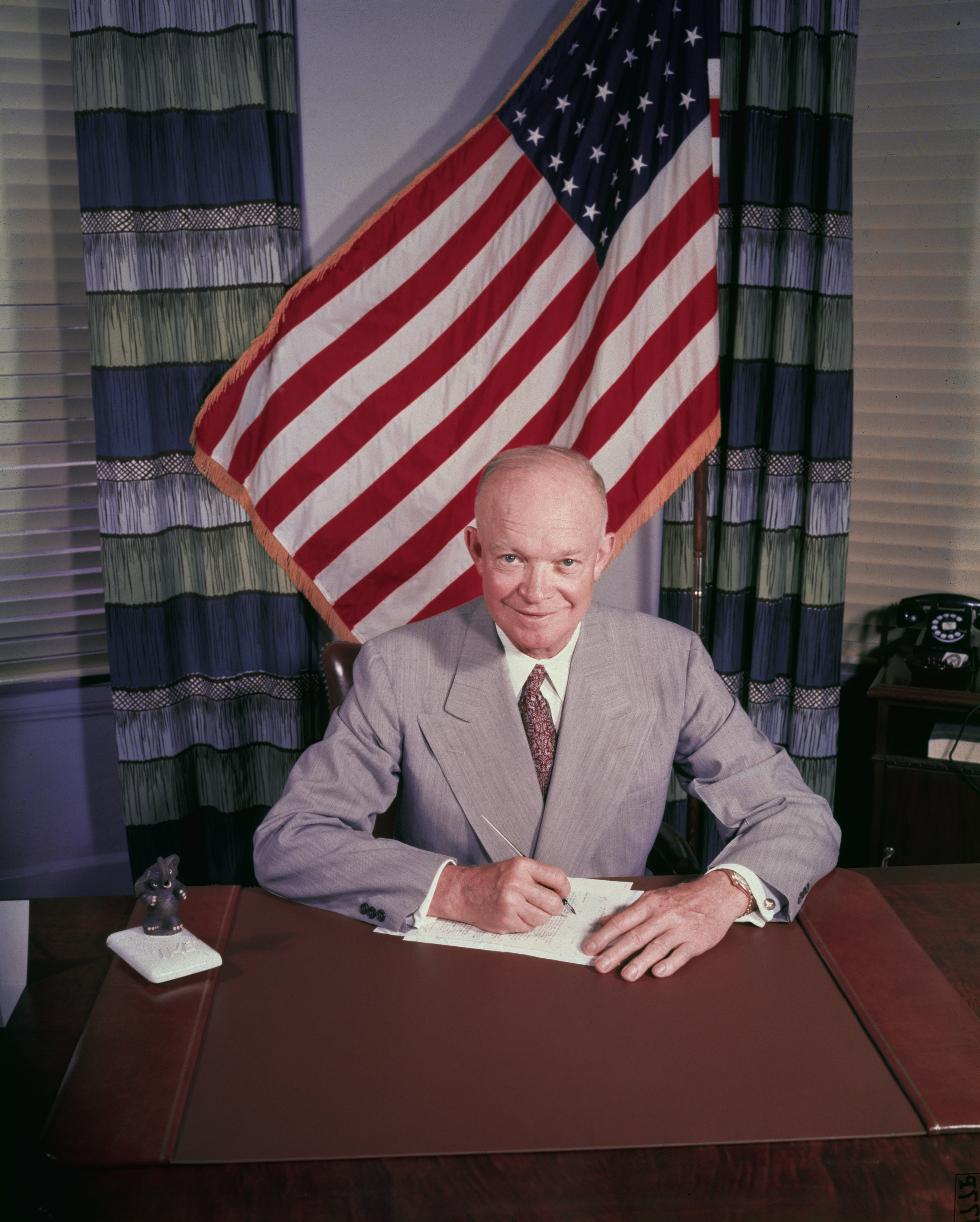 a biography of dwight david eisenhower a president of the united states The first head of nato president of the united states 18 handicap golfer born  in denison, texas in 1890, dwight david eisenhower – the man destined for.