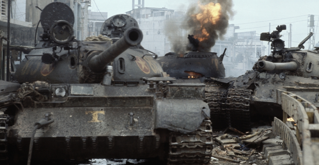 south vietnamese tank, communist troops, saigon, the fall of saigon, the vietnam war, 1975