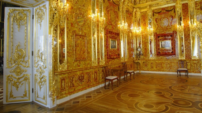 history-lists-8-lost-masterpieces-of-art-the-amber-room-2044469.jpg