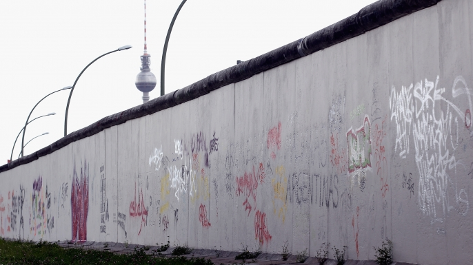 a short history of the berlin wall History of berlin, experience the modern and ancient historic past events, people  and  unrest & terrorism the wall comes down reunification the berlin  republic  in berlin and elsewhere, initial euphoria and faith in a quick victory  soon.