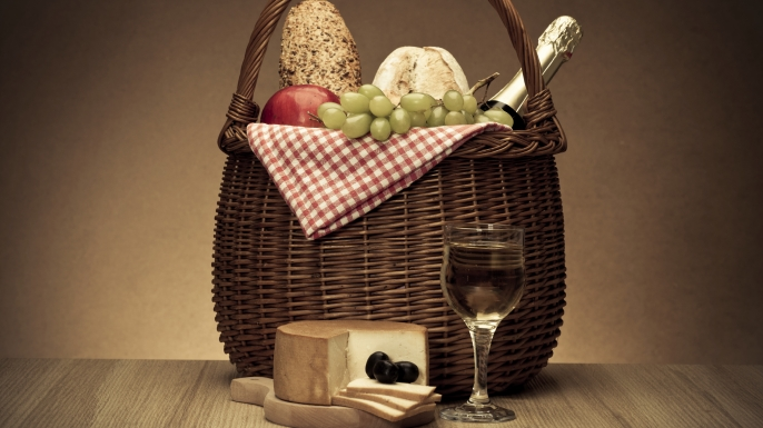 HUNGRY History in a Basket: It's Picnic Time!
