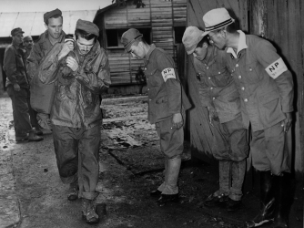 Former guards at the Ofuna prisoner of war camp in Japan bid farewell to liberated U.S. prisoners (Credit: Fox Photos/Getty Images)