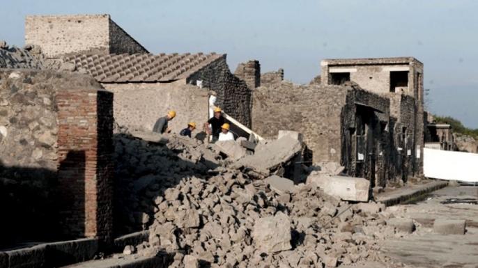 hith Italy Pompeii house Collapse