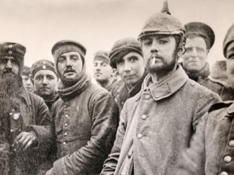 British and German soldiers at Ploegsteert Woods during the Christmas Truce (Credit: Popperfoto/Getty Images)