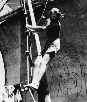 Heyerdahl on board Kon-Tiki. (Credit: Archive Photos/Getty Images)