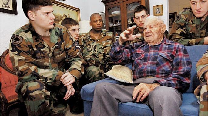 Bataan Death March survivor Albert Brown, who died last weekend at 105, speaks with ROTC members in 2005.