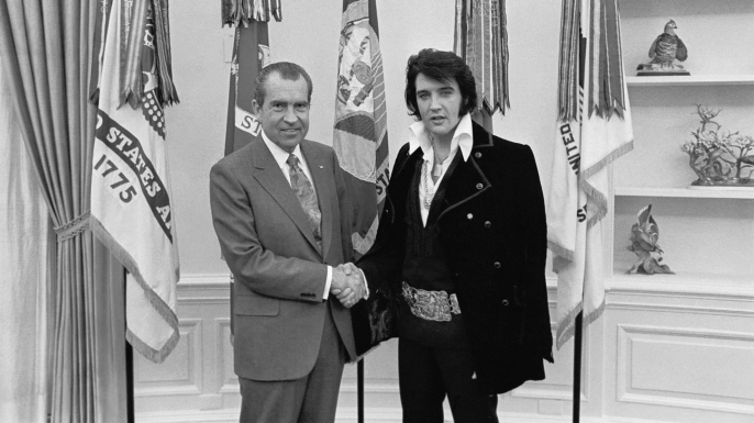Elvis Presley visits President Richard Nixon on December 21, 1970 at the White House.